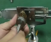 十字锁绝杀工具开启卷帘门十字锁视频演示