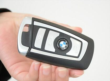 钥匙保管方式及误锁车里怎么办