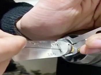 新款民用锁二合一工具使用方法示意图片