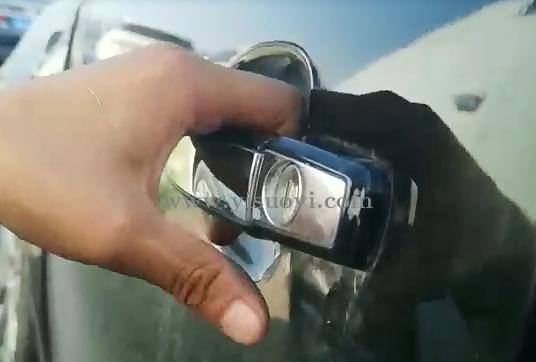 别克汽车门锁拆卸视频教程 所有汽车门锁几乎都是一样的方法