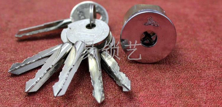 三面弹珠十字锁的开启方法